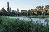 View of Melbourne from the inner east, along the Yarra